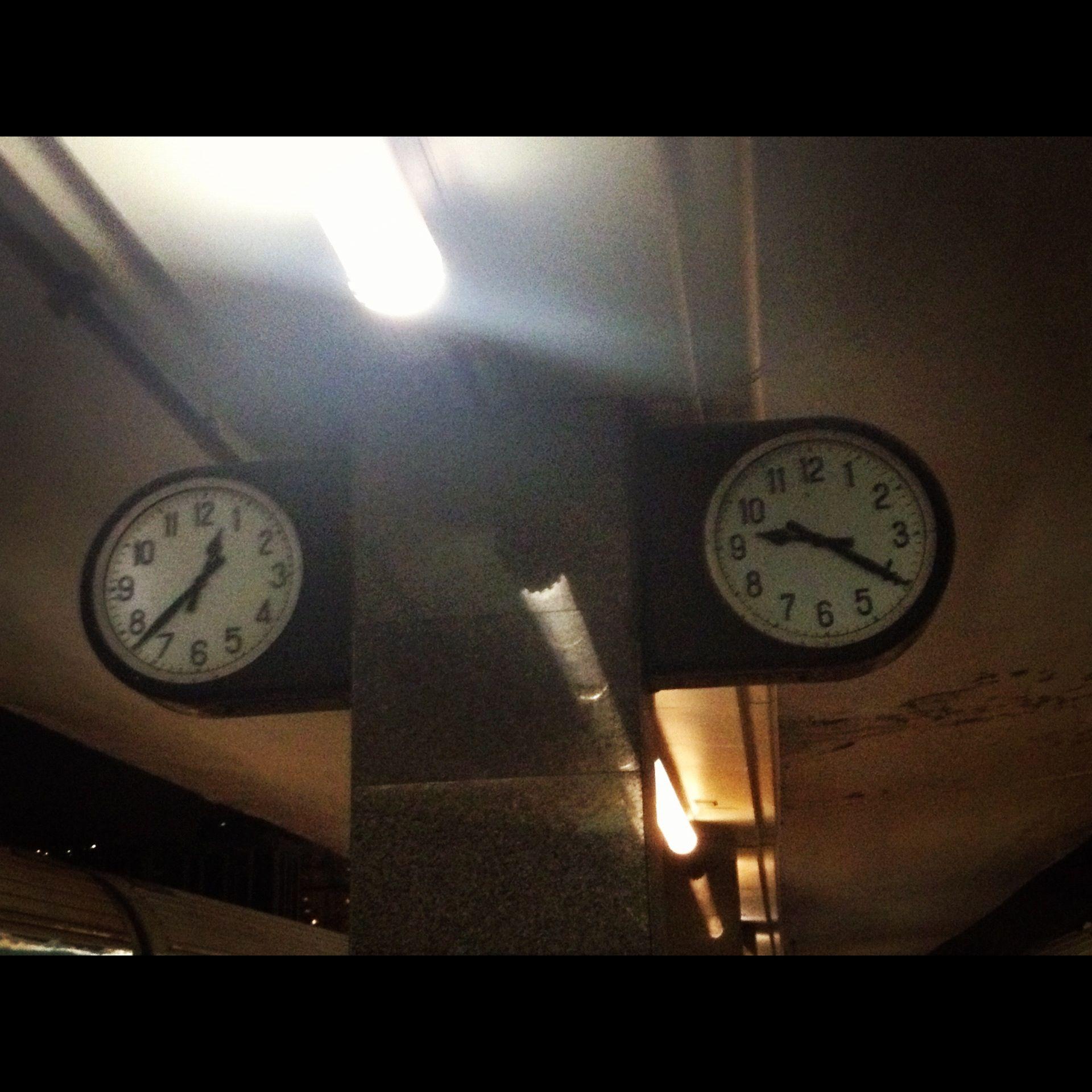 Il salto temporale a #napoli lo si fa in treno passando da un binario all'altro