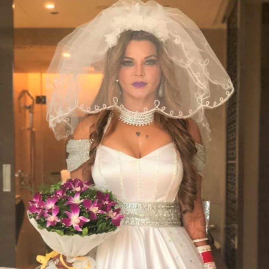 Latest Anouncement Is Rakhi Sawant Is To Be Married To An Nri Could This Just Be A Total Hoax Follow Masalauae For Lat In 2020 Wedding Dresses Lace Fashion Dresses