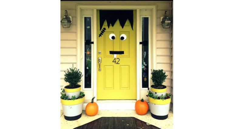16-Easy-But-Awesome-Homemade-Halloween-Decorations-frankenstein-door