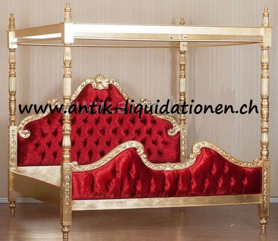 Himmelbett Gold mit rotem Samtbezug
