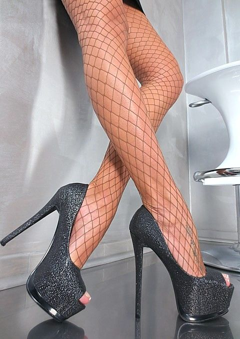 Fashion Plateau Super Sexy Stiletto High Heels Pumps! High Heels for ladies...Share if you know any of them that wearing High Heels❤️and WHY you loves them so much...
