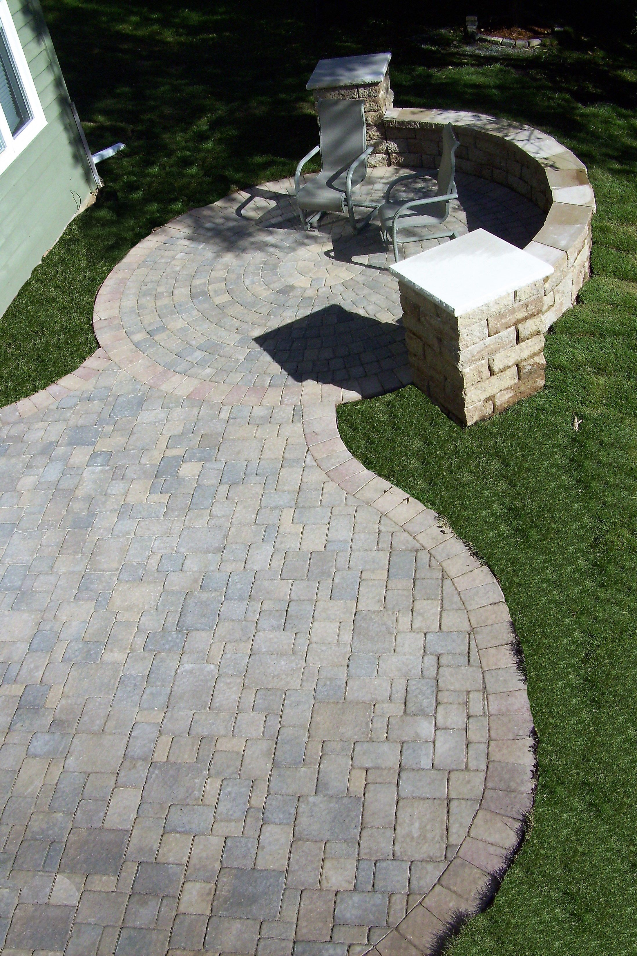 Interlock Colonial Paver Patio With A Radius Circle Design Anchor Highland Free Standing Seat Wall Pillars Ced Indiana Limestone