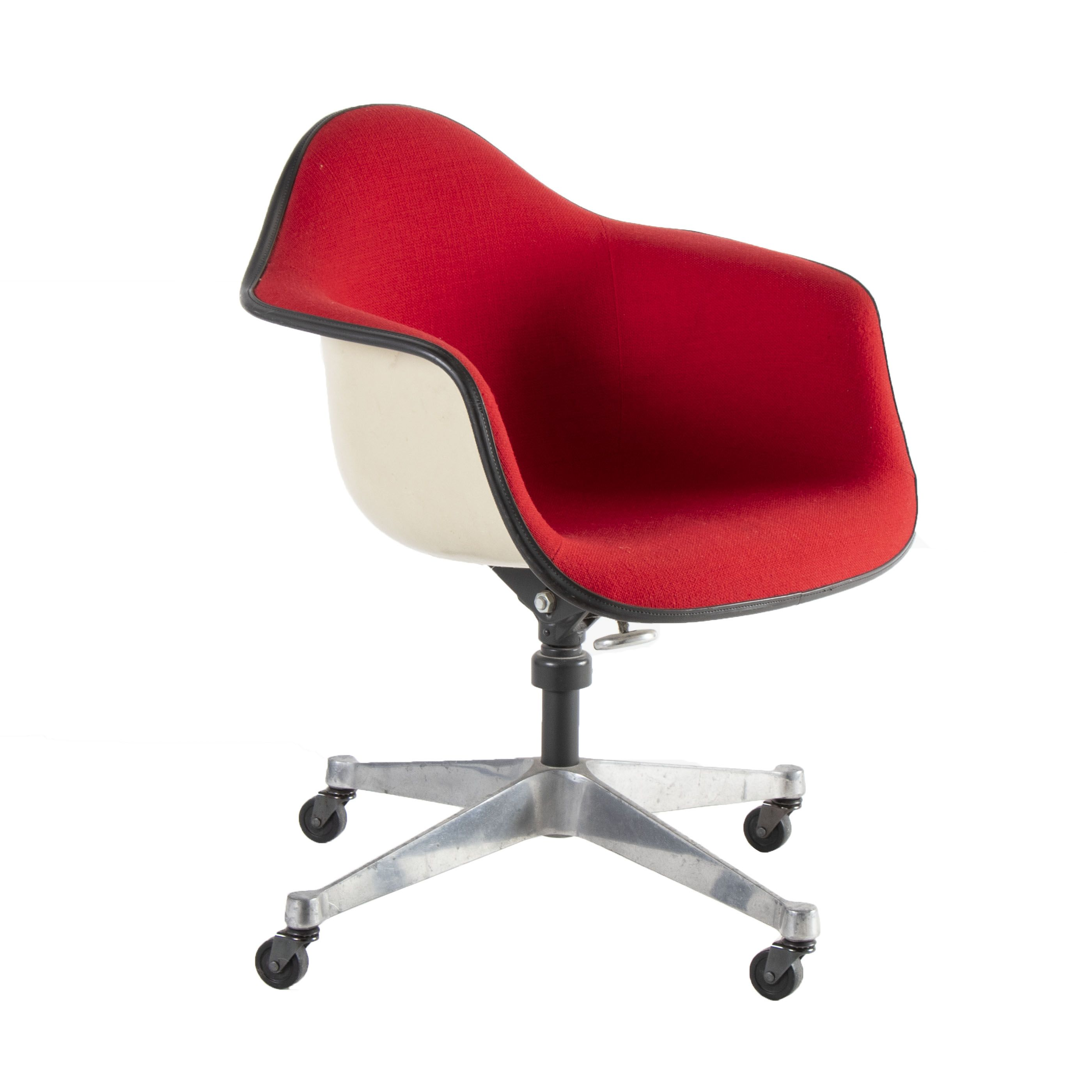 Chair On Wheels The Eames Molded Plastic Fiberglass Armchair On Wheels Is A