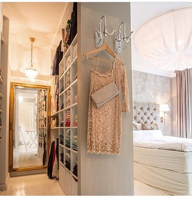 Love this room & walk-in closet layout