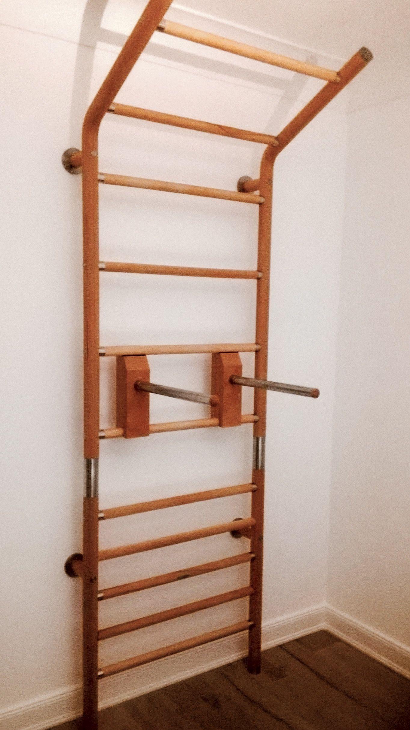 Sprossenwand maxwall aus Holz und Edelstahl Buche Natur