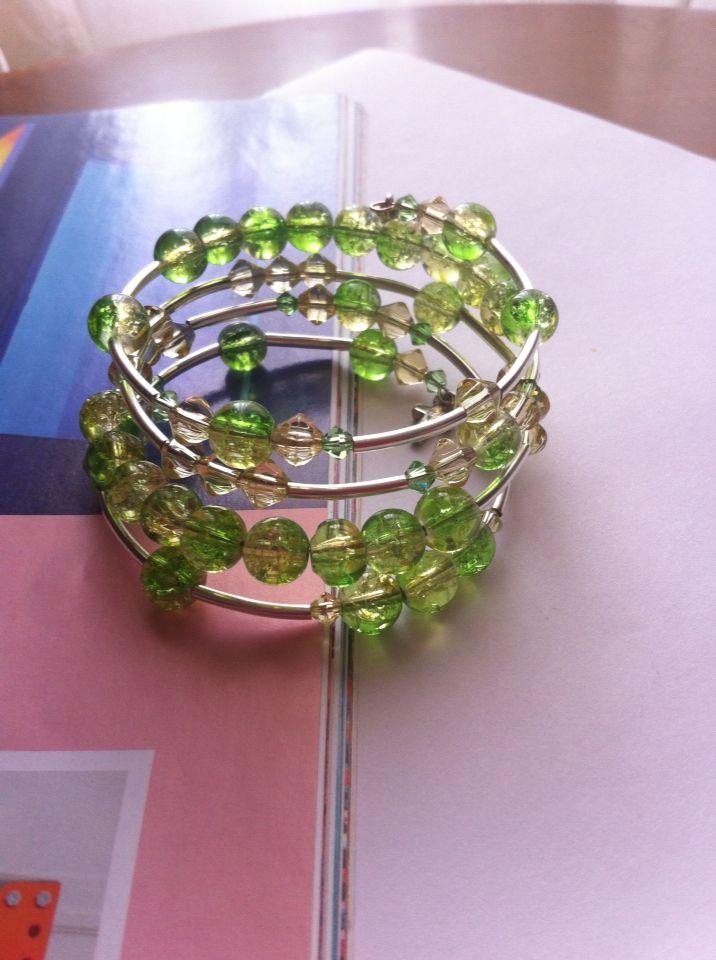 Pulsera de memoria y cristal murano con cristal tipo swarowsky bracelet green and yellow by Sagata.Joyería