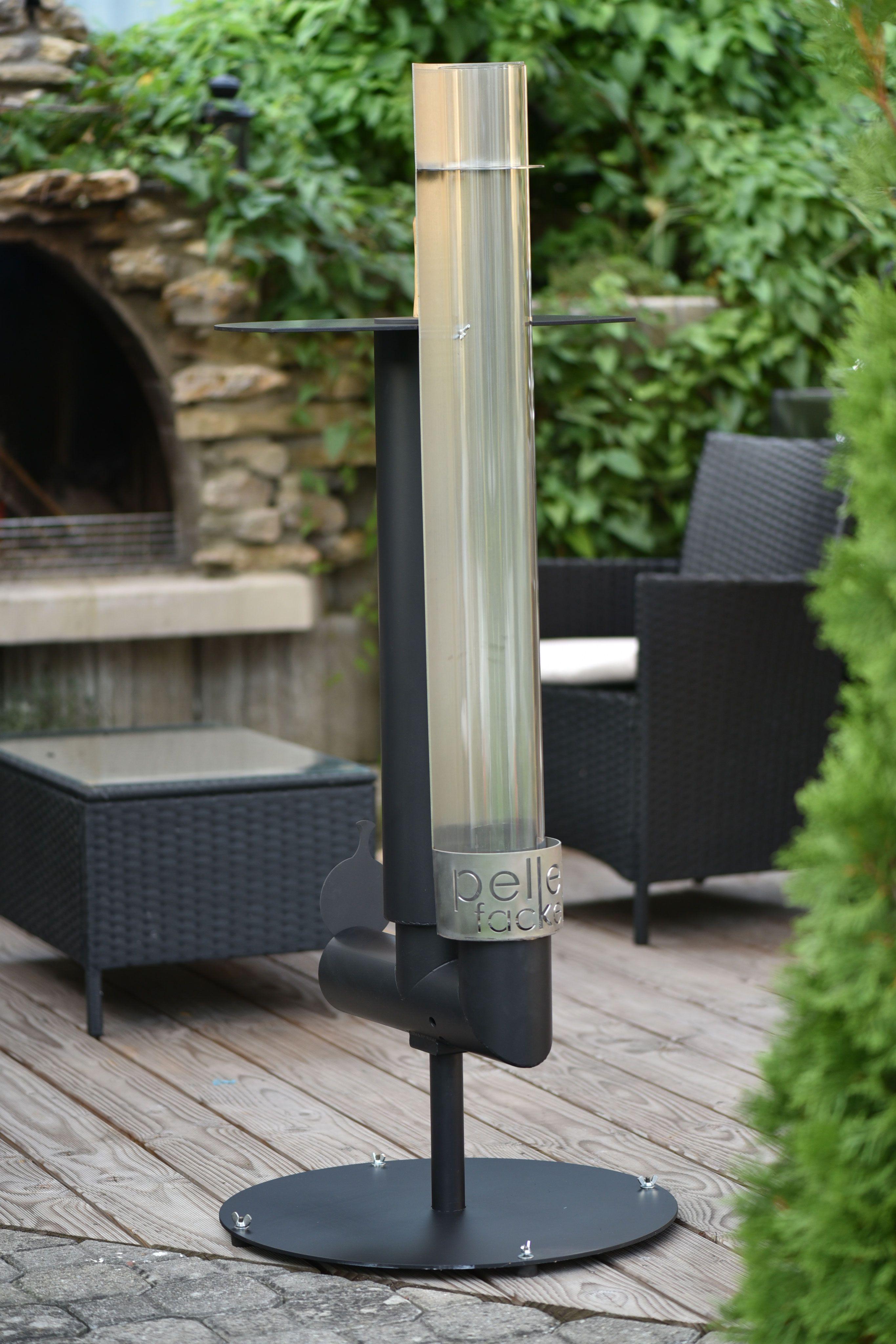 eine gartenfackel die eine angenehme warme und. Black Bedroom Furniture Sets. Home Design Ideas