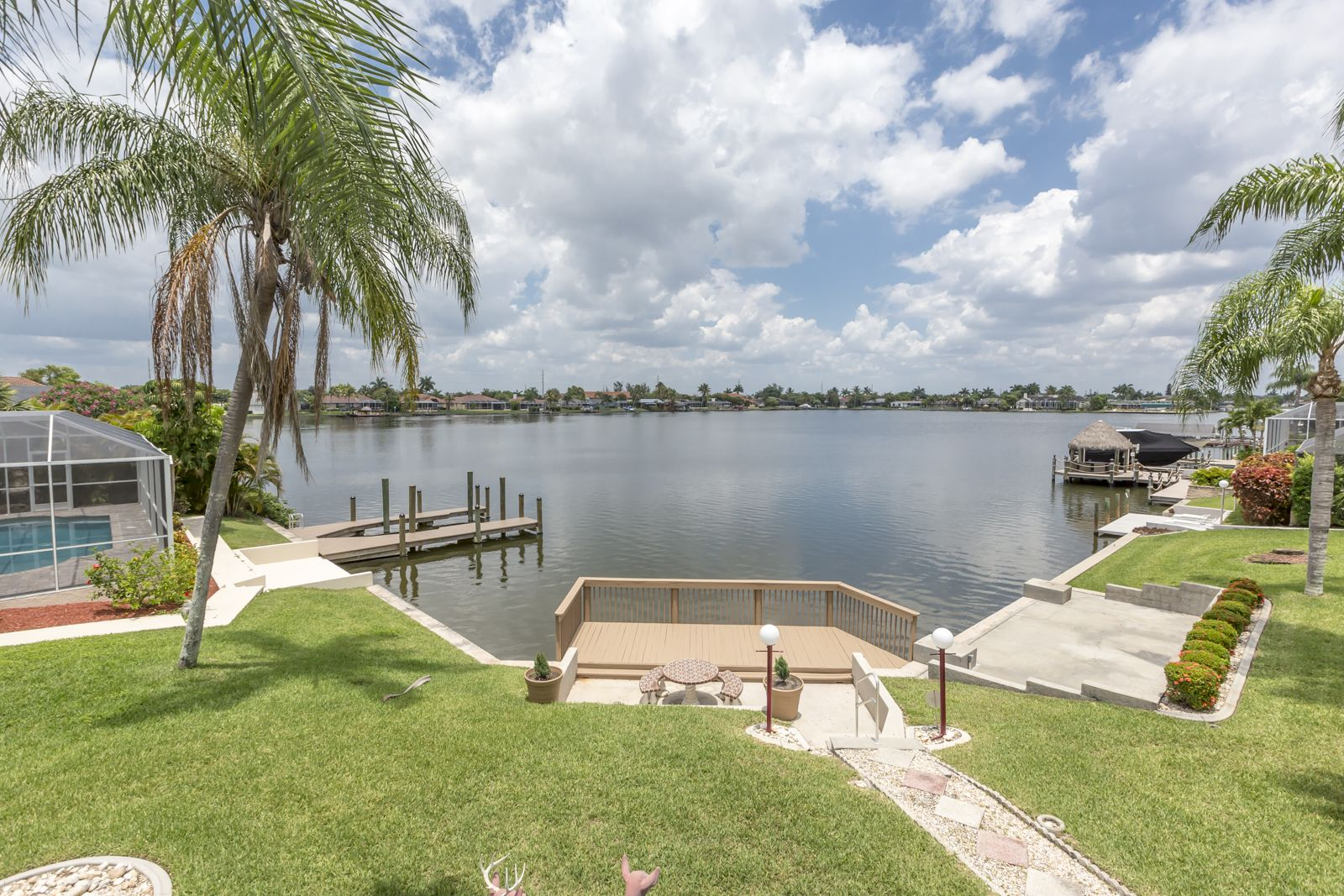 4919 Skyline Blvd Cape Coral Over 1 2 Acre On The 8 Lakes Thunderbird Sits This Spacious Arthur Rutenberg Homes Outdoor Furniture Sets Family Living Rooms