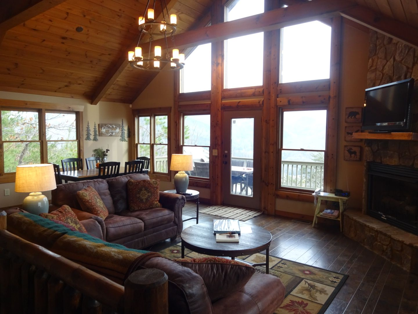Great Room At All About The View Cabin Blue Ridge Ga An Escape To Blue Ridge Rental Cabin Cabin Design Blue Ridge Ga Great Rooms