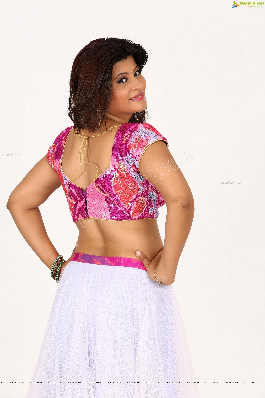 Heroine Veena Vijender in Ghagra HD s Image 8