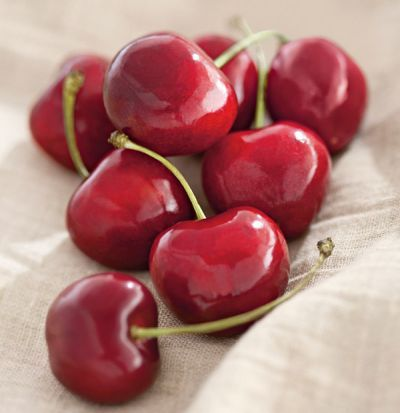 """You've been waiting a long time for the one fruit that will make you go, """"Oh!"""" when you bite into it. Like """"Oh! This is juicy, ripe, and bursting with flavor!"""" Your wait is over. Exceptional Cherry-Oh!® #Cherries are now shipping! (Don't miss out. Quantities are limited.) #summerfruits #fruit"""