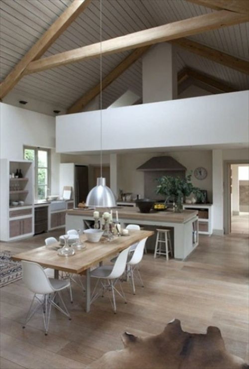 Intéressant design de cuisine ouverte très claire