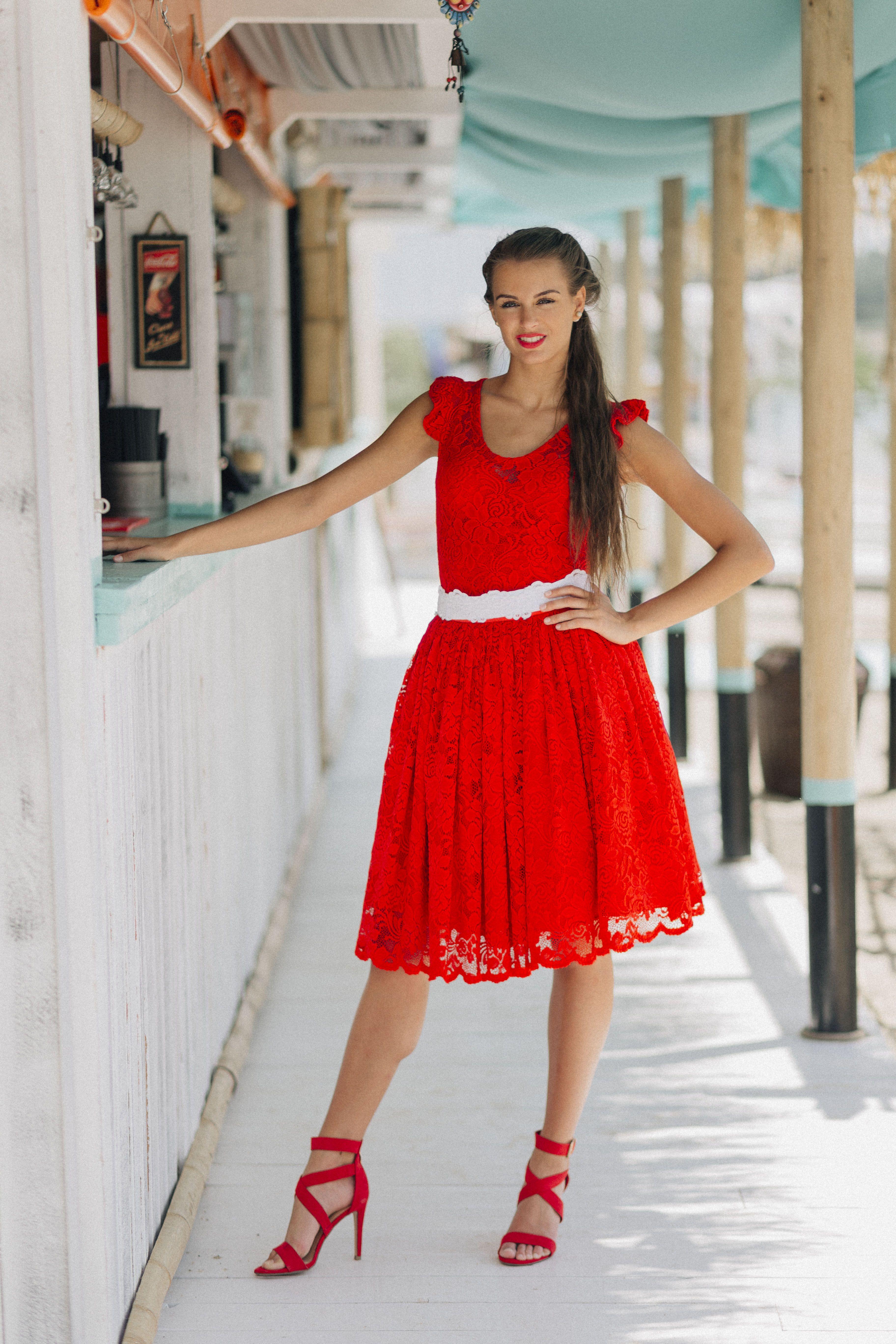 fc46f38a8b Menyecske csupa csipke | Menyecske ruha piros, kék | Dresses, White ...