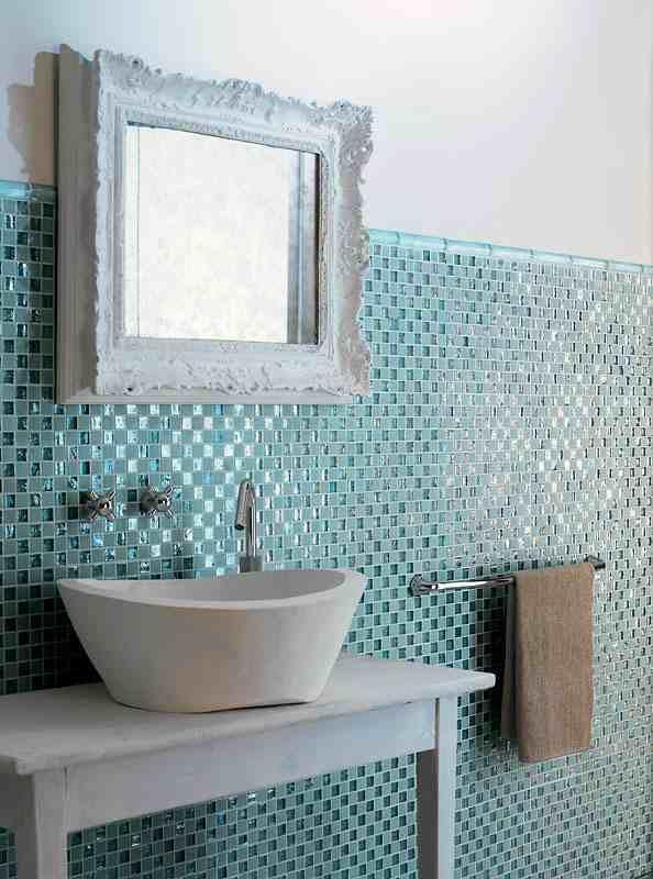 Bad Fliesen Glas Mosaik Hellblau Vintage Spiegelrahmen | Traumhaus ... Mosaik Fliesen Badezimmer