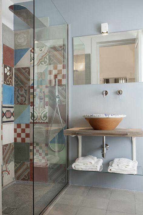 Des carreaux de ciments dans la salle de bains...  #idée #déco #tendance http://www.m-habitat.fr/sols-et-plafonds/carrelages/la-pose-des-carreaux-de-ciment-2230_A