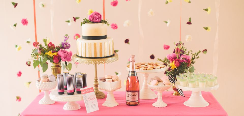 Cake and Dessert Stand Rentals for your wedding dessert bar in Vancouver, Canada.