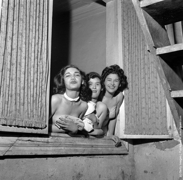 Three prostitutes lean out of a window in santiago chile for Retro italian xxx
