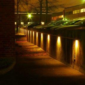 Ledstångsbelysningen HLS. Små ledpuckar här monterade på KTH, Stockholm, för att belysa en mur.