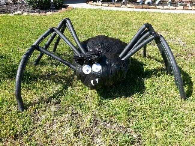 Halloween Deko Ideen Zum Basteln Mit Spinnenmotiven Halloween Deko Ideen Riesenspinne Halloween Deko Spinne