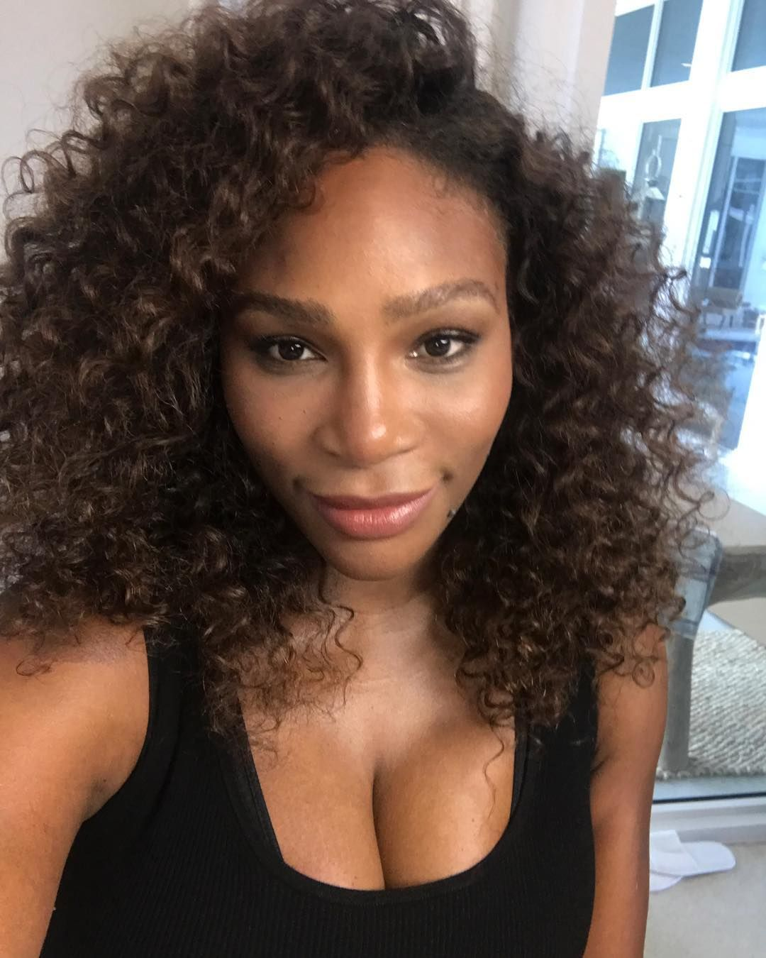 Serena Williams Is About To Become The New Beauty Mogul Popxo Curly Hair Styles Venus And Serena Williams Serena Williams