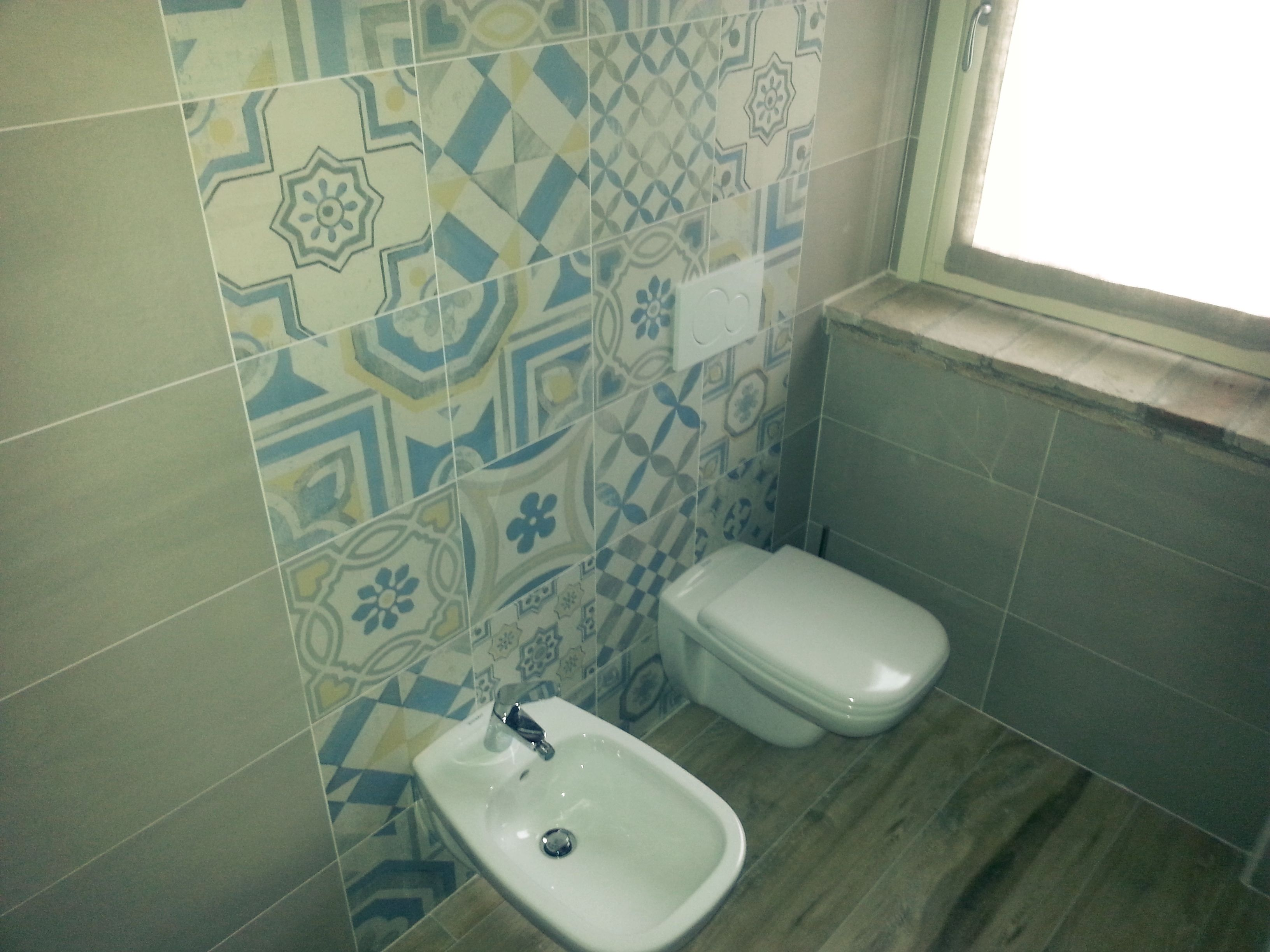 Rivestimento bagno con decori in cementine bathroom wall decorations in cementine - Bagno con cementine ...