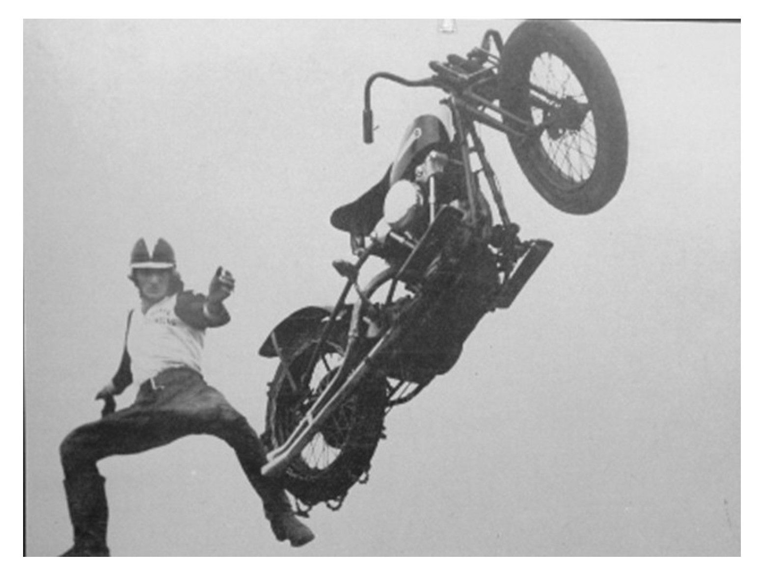 dismounting with style (Vintage Hill Climber) #motorcycle #motorbike