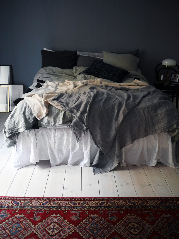 Blanc Gris Beige Noir Avec Images Chambre A Coucher Linge De Lit Rangement Dressing