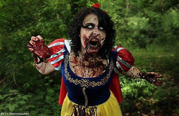 Zombie Snow White [Cosplay Photo Set] awesome. I wonder if they have this for all the Disney princesses?