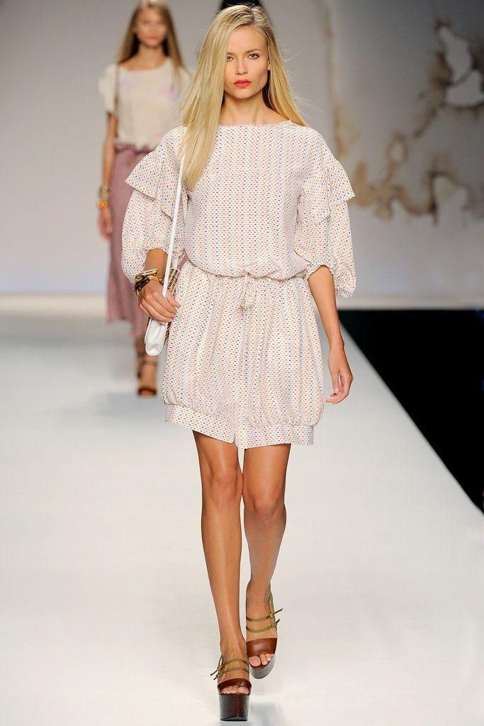 Fendi Spring 2011 Ready-to-Wear Fashion Show - Natasha Poly