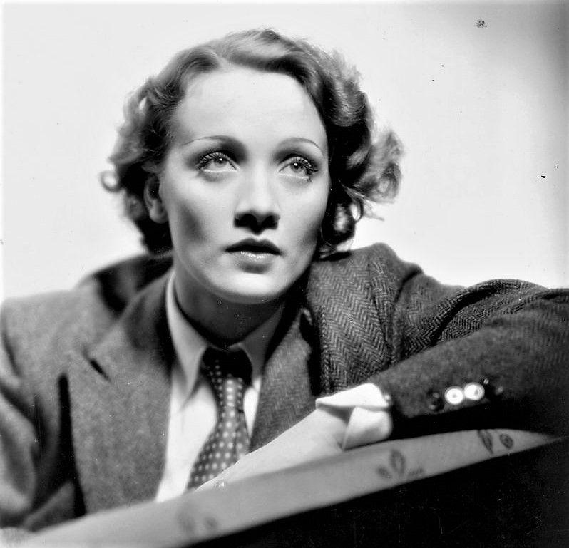 Marlene Dietrich  PETIT-DIEULOIS