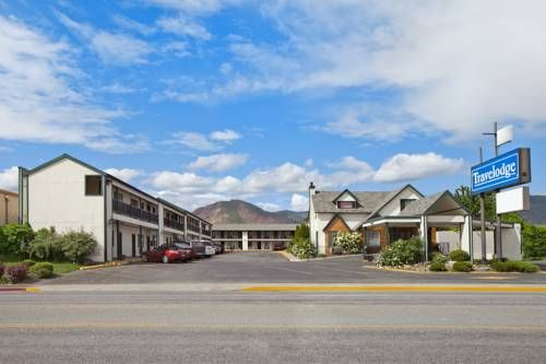 Travelodge Wenatchee Wenatchee (Washington) Located 1.2 miles from the Wenatchee Valley Museum & Cultural Center, the motel features an outdoor pool. The comfortably furnished rooms include free Wi-Fi and cable TV.