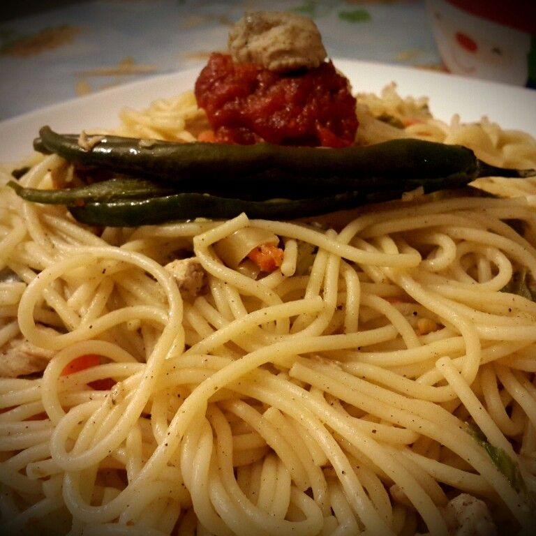 Spaghettis with special tomato sauce and green pepper