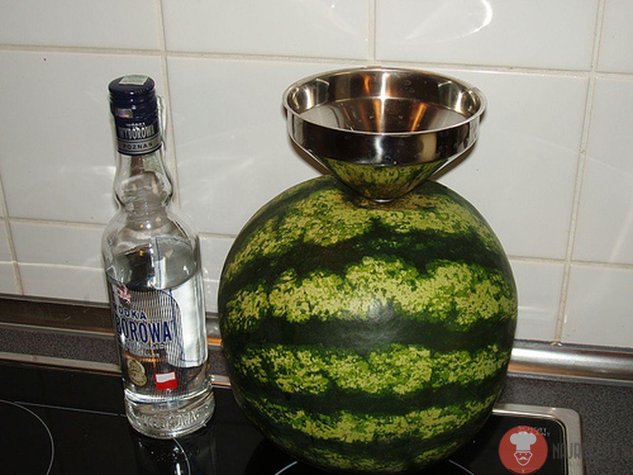 Ako vyrobiť vodkový melón na párty