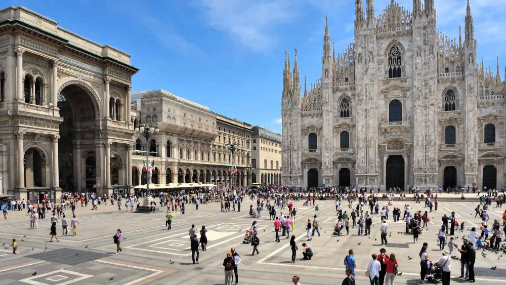 Milan, in italian Milano, is a major fashion and design capital with a lot of events happening trougout the year. It's also a reference in culture, art and entertainment.