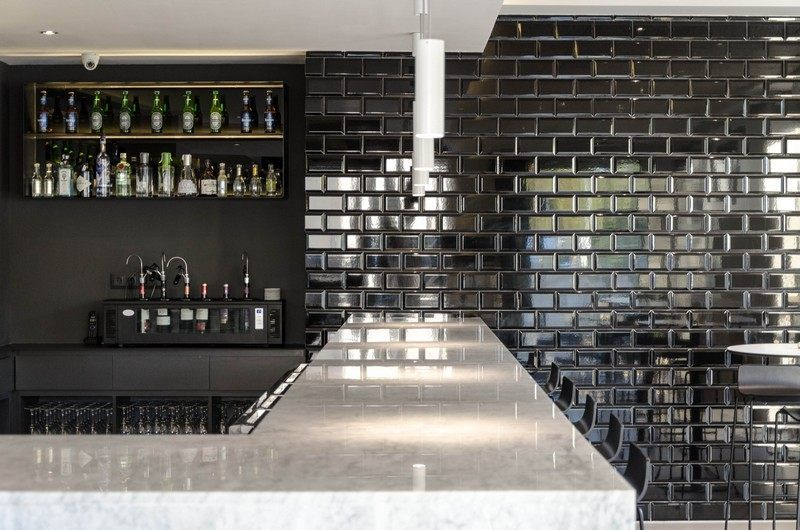 carrelage metro noir brillant - Recherche Google | Subway Tiles ...