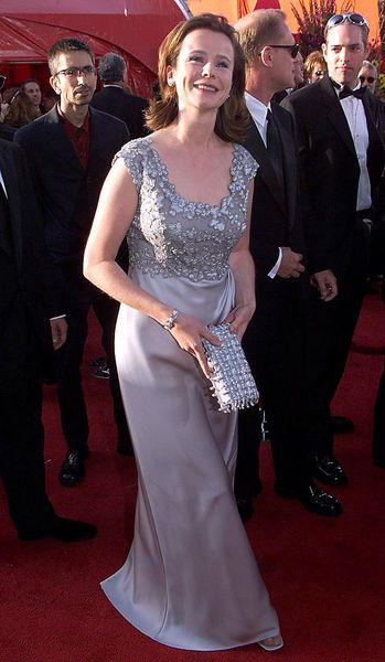Fifteen Years Of Red Carpet Fashion At The Academy Awards Emily Watson Red Carpet Fashion Fashion