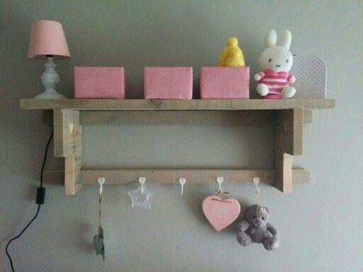steigerhouten wandrek voor op een babykamer. ideaal om spulletjes, Deco ideeën