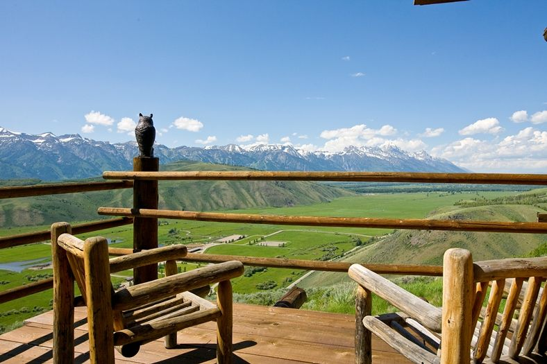 The Best Views in Jackson Hole ~ A rare opportunity to own a highly desirable Choate townhome. Fully remodeled including a gorgeous updated kitchen and baths. This property epitomizes the theme of modern, rustic elegance with spectacular Teton views. Jackson Hole, Wyoming. www.spackmansinjh.com (09-2165)