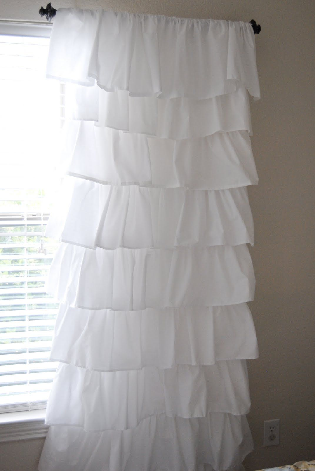 Make Your Own Expensive Looking Ruffled Curtains Using 4 Flat Sheets From So Doing This