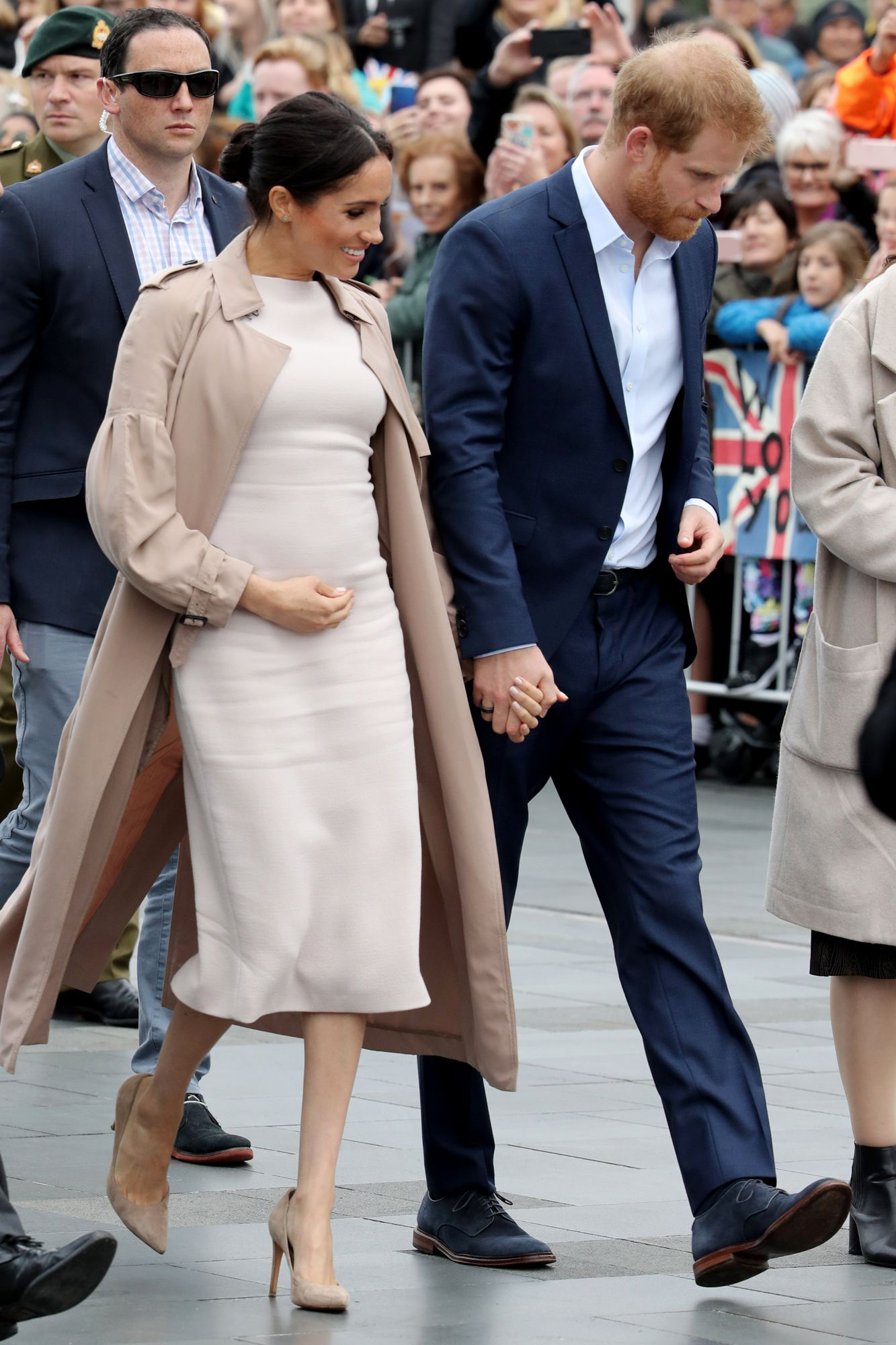 f3c8ee957f671 Meghan Markle Cradles Baby Bump as She Meets Members of the Public with  Prince Harry in Auckland