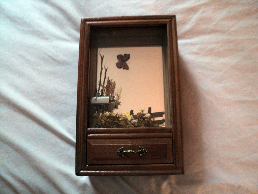 Vintage Wooden Shadow Box & Music Box with Singing Bird in Mailbox Plays Tie a Yellow Ribbon #400123