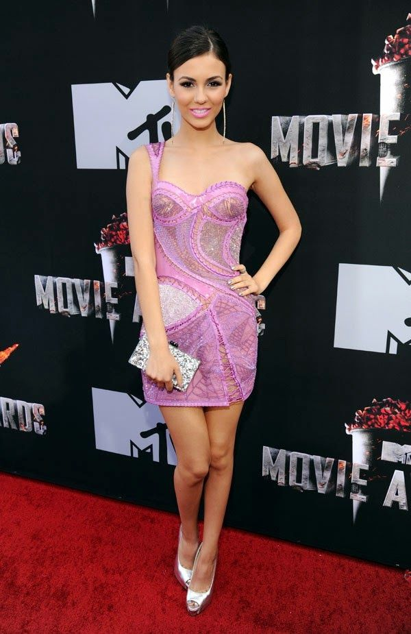 Victoria Justice goes sexy in Atelier Versace at the 2014 MTV Movie ...