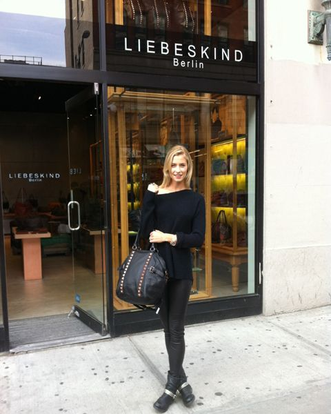 Lena Gercke, Winner of the first 'Germany's Next Top Model' with the limited edition New York Bag at the New York store