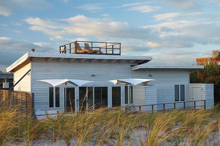 Smart Interior Update Shows When A Gut Renovation Isn T Necessary Beach Cottage Style Beach Cottage Decor Beach Bungalows
