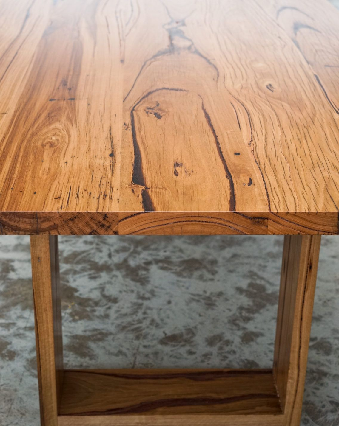 The master of ceremonies dining table features the ever popular