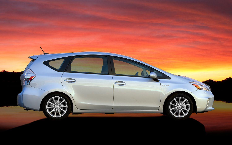 2013 Toyota Prius V profile Photo on October 16, 2012