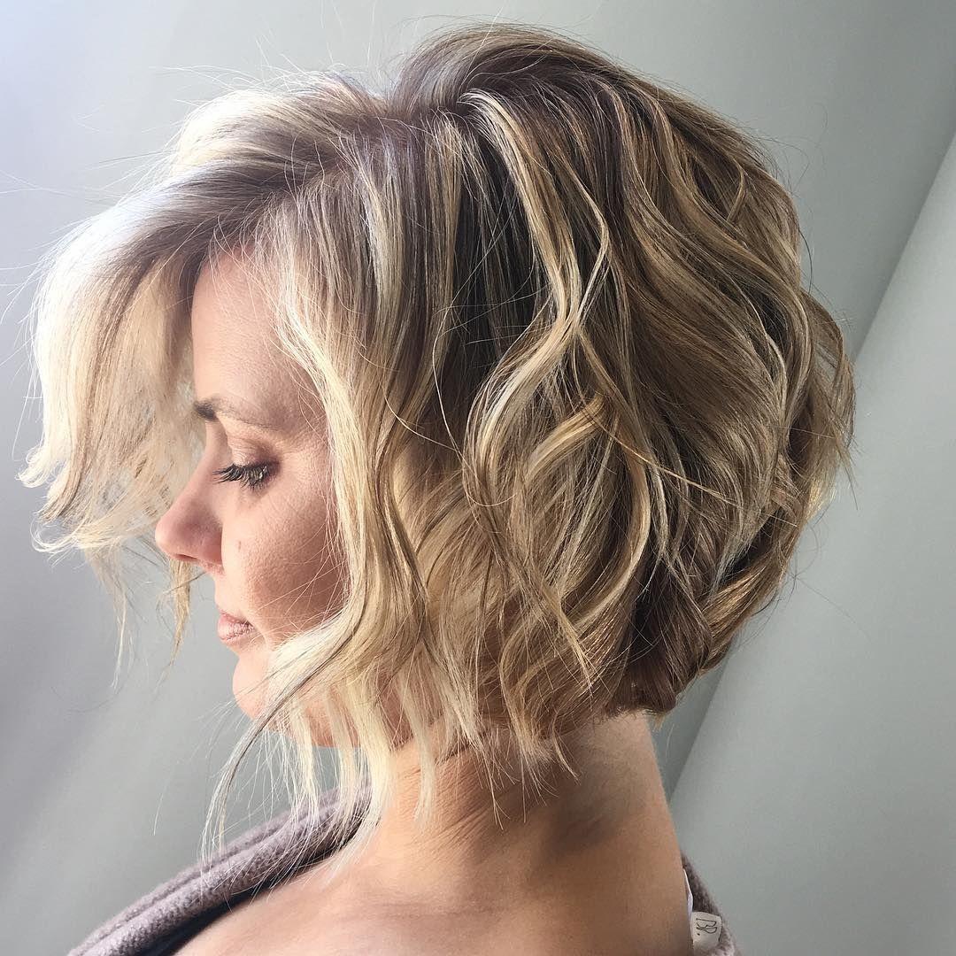 Short Angled Bob Wavy Hair Beach Waves Bohemian Hair Blonde Highlights Lowlights A Blonde Hair With Highlights Hair Blonde Highlights Lowlights Beach Wave Hair