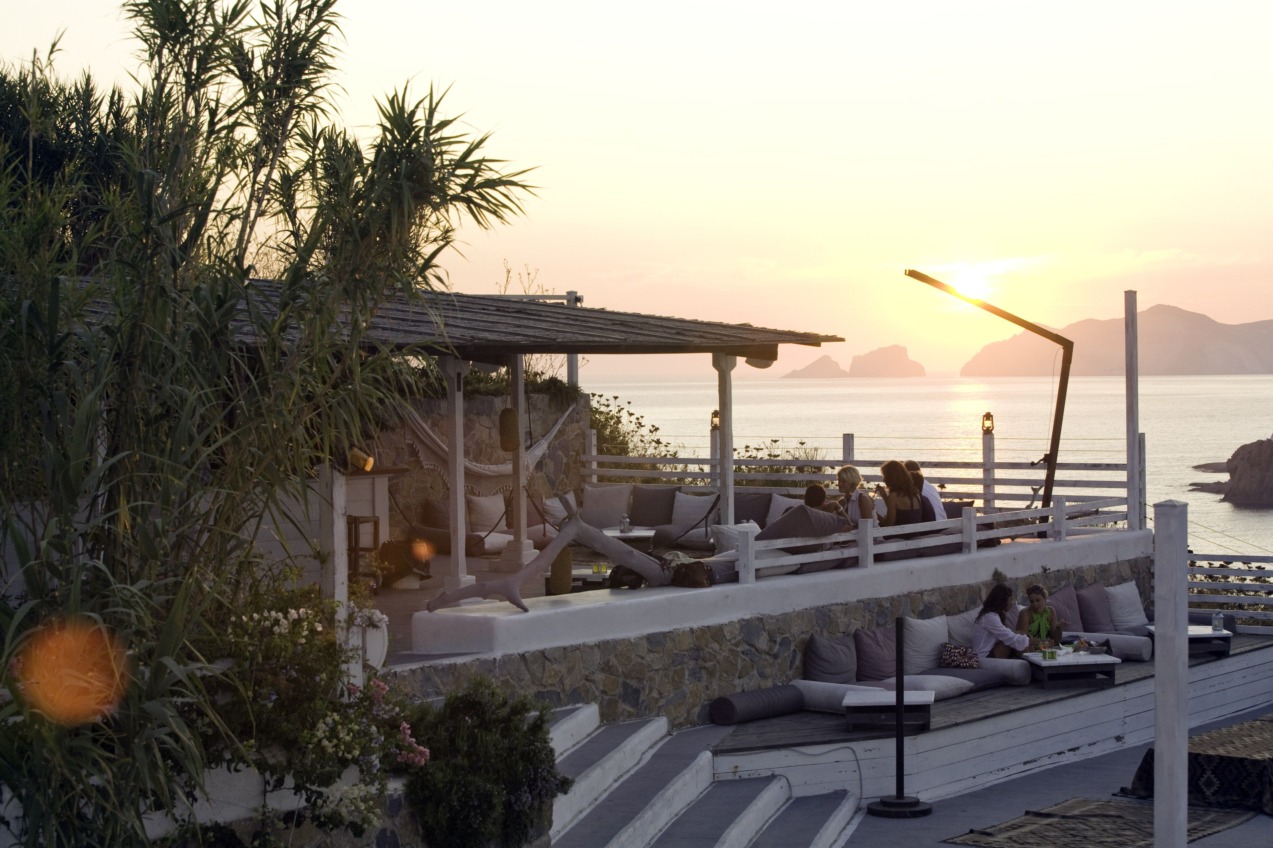 Terrazze Kibar, aperitivo al tramonto(Hotel Chiaia di Luna, Isola di ...