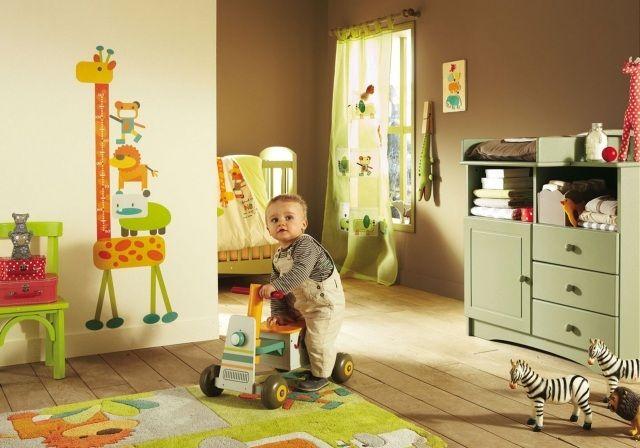 Babyzimmer junge grün  babyzimmer deko junge orange grün farben thema tiere | Baybyzimmer ...