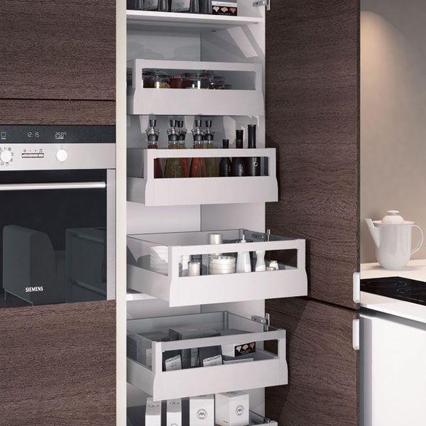 Une cuisine maxi rangements Storage and Kitchens